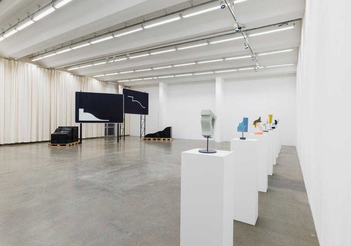 Jay Gard, Zeichen unter Zeichen, exhibition view, Sexauer Gallery